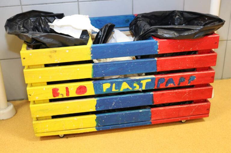 Puidust prügikast sorteerimiseks - Saue Gümnaasium 5d klass